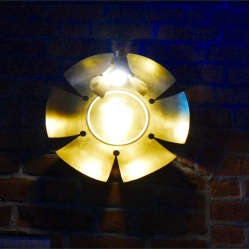 Lampe in Kirche